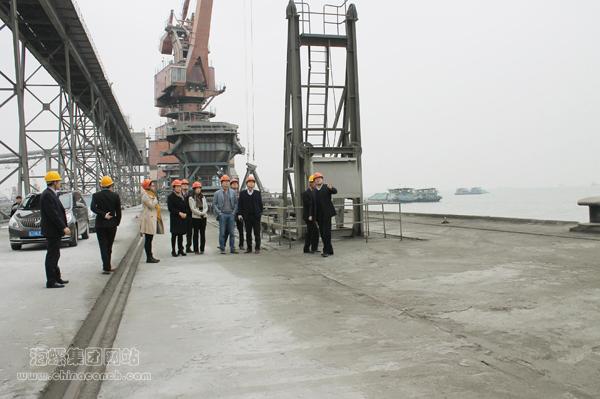 海螺水泥直供香港国际机场第三跑道项目首船水泥顺利起航